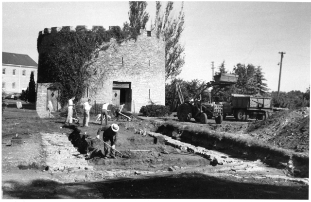 Archaeological crew working at Fort Snelling, 1958. Source: MNHS Collections.
