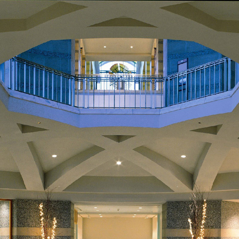 Beams around the rotunda ceiling form a star.