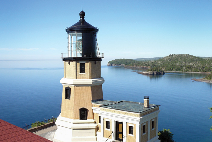 Split Rock lighthouse with the lake in the background