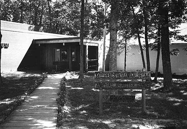The Mille Lacs Indian Museum and Trading Post front sign and building in 1983.