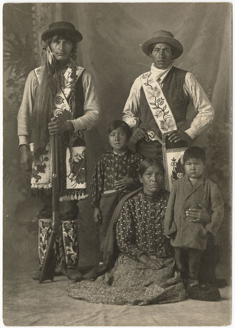 Unidentified Ojibwe family, about 1905.