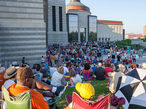 Outdoor concert at the Minnesota History Center