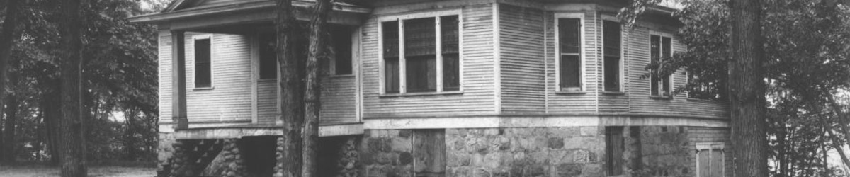 Black and white photo of the Lindbergh's house.