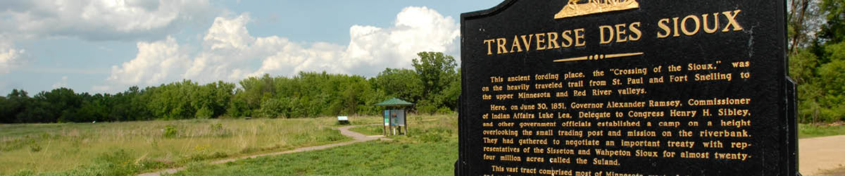 "A sign titled ""Traverse des Sioux"" beside a wavy path."
