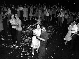 Couples dancing in the street on VJ Day, Minneapolis, September 2, 1945. Loc. no. E448.17 r17
