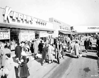 Crowd at the Hub Shopping Center, Richfield, 1954.