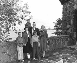 Photo: Hubert H. and Muriel Humphrey and family in Duluth, 1962.