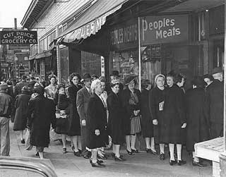 Photo: People waiting in line at People's Meats, 507 Wabasha, St. Paul, 1945.