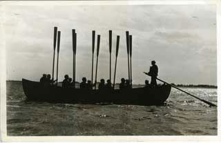 Merchant seamen in training exercise led by the coxswain (right), 1942-1945.