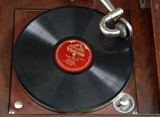 Object: Three phonograph records featuring Enrico Caruso, 1920s.