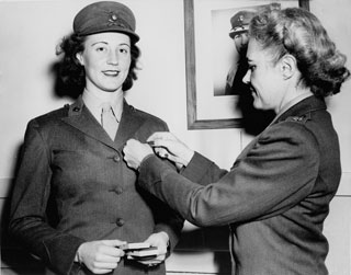 Photo: Martha Kufner becoming a Marine, 1944.