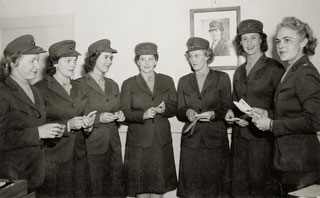 Martha Kufner (second from right) with fellow Marine recruits, 1944.