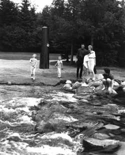 The dam at the Mississippi headwaters as tourist destination, c.1960