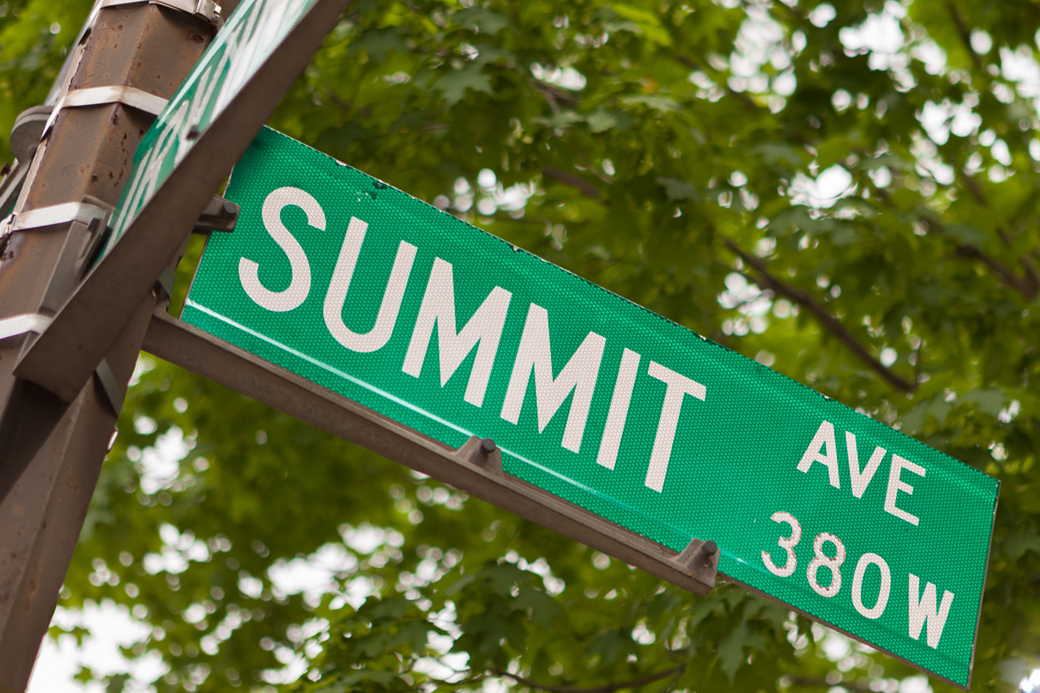 summit avenue sign